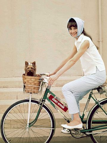 Audreyhepburnonbike_2