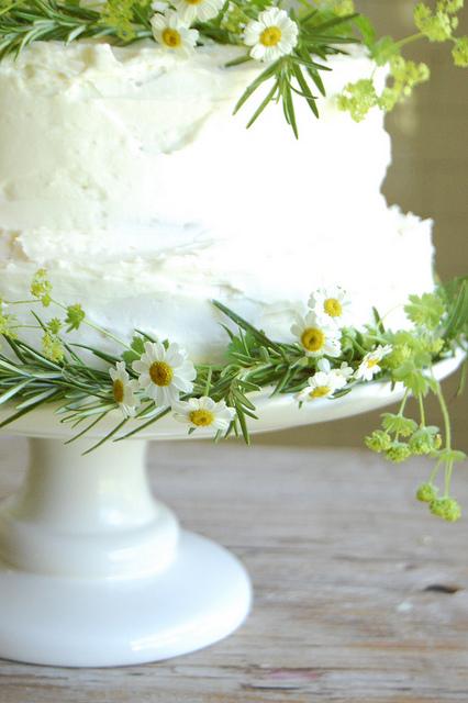 Homemade-wedding-cake-herbs